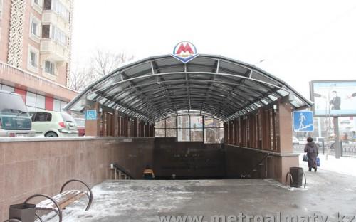 Вход на станцию «Райымбек батыра»