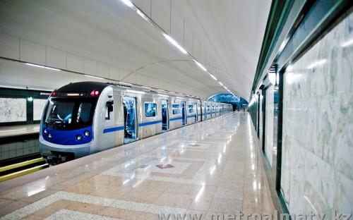 Станция Алатау, прибытие поезда