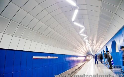 Прибытие поезда на станцию