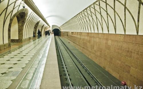 Платформа станции «Жибек жолы»