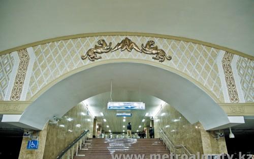Узор на станции «Райымбек батыра»