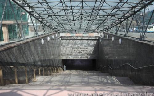 Вход в подземный вестибюль
